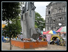 taking a nap (repolona) Tags: boy church monument umbrella ronald photography photo nap sleep tricycle philippines poor manila malate rest simbahan pinoy nofood vendors payong hirap kahirapan repolona