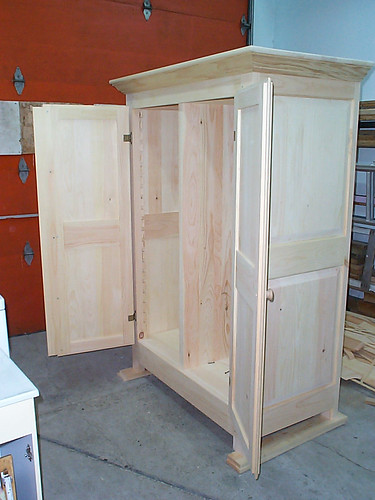 Armoire en pin (avant finition)