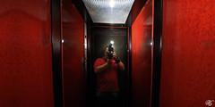 Sorunu kendimde aryorum... (KorayGokhan ) Tags: red reflection me mirror nikon ben elevator sigma 1020 gel yansma ayna gks sb800 krmz asansr
