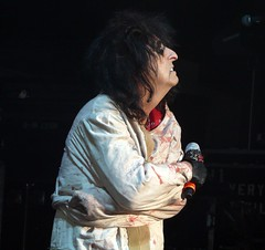 Alice Cooper live in Bismarck, ND on August 5, 2008 (Live Rock Journal) Tags: concert live makeup northdakota bismarck 2008 rockconcert alicecooper garagerock schoolsout ericsinger stageprops shockrock melodicrock kerikelli calicocooper