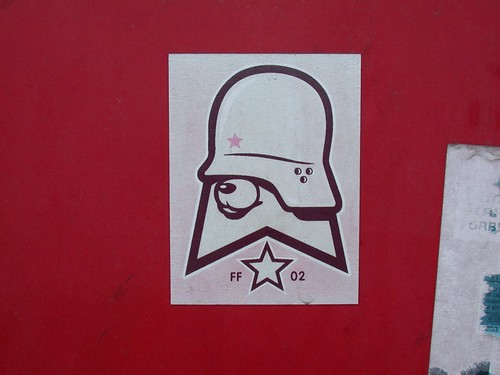 [Graff / Toiles / Stickers] FLYING FORTRESS 2765655136_37249a2d2f