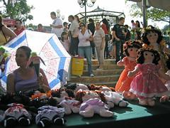 Barranquitas, Puerto Rico / Feria Nacional de Atesana 2008 (Oquendo) Tags: plaza people umbrella puerto town doll gente puertorico crafts pueblo arts feria rico parasol trapo rag sombrilla cultura muecas artesania barranquitas