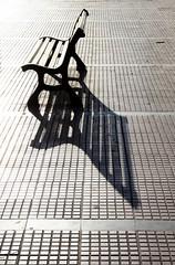 Esperando... Waiting... (darkside_1) Tags: madrid españa sol relax atardecer calle banco sombra picnik descanso alcaládehenares llovemypics sergiozurinaga bydarkside