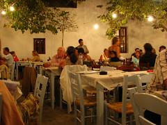 La cena ! (Carlitos) Tags: island europa europe greece grecia hora isla chora cyclades folegandros ellda  cicladas