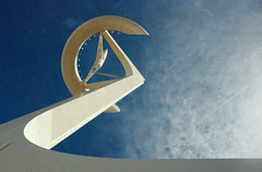 CYGNUS / CIGNE (juli_modul) Tags: barcelona tower architecture searchthebest sony catalonia catalunya montjuic cruzadas dscr1 bej torrecalatrava ltytr1 goldcruzadas atqueartificia novavitanewlife kddmayte