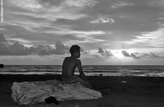 waiting in the sunset (Maaar) Tags: wood sunset people blackandwhite bw bali man beach pantai kayu pria lakilaki marimar merenung marimaaar marimaar mengeningbeach waitinginthesunset cemagibali