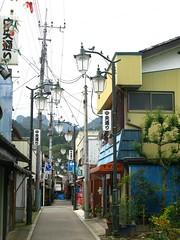 The Narrow Streets of Shimonita (), Gunma, Japan (ilcavaliereinglese) Tags: mountain bird lamp japan town post metalwork  dori japon giappone nihon chuo caminho gunma   honshu  shimonita