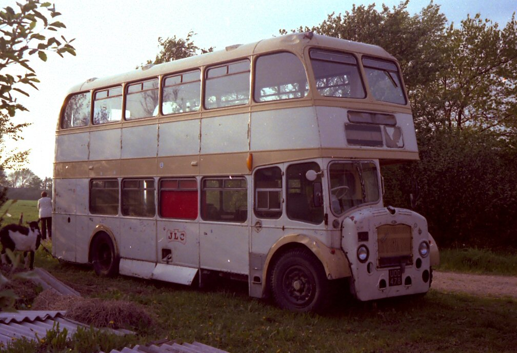 UOD478 Western National  Bristol in scrapyard by Perryolf