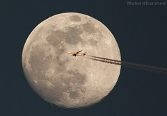 Fly Emirates (mohammad khorshid (boali)) Tags: moon fly dubai uae emirates abudhabi a380 kuwait boeing airlines flights mohammad     khorshid            600mm4l wwwemiratescom