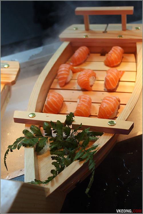 salmon-sushi-boat
