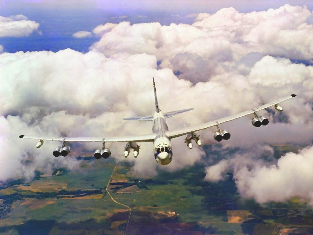 B-52 Stratofortress - Nas nuvens brancas