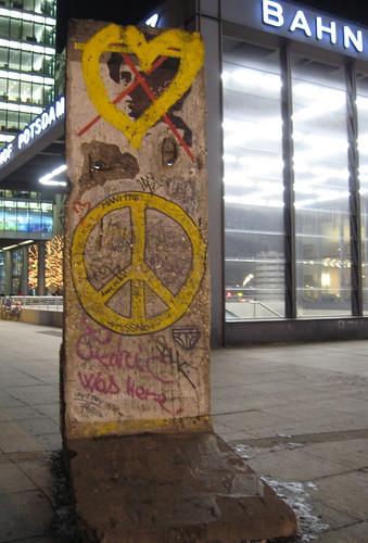Berlim: Postdamer Platz com pedaço do Muro de Berlim