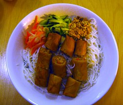 cold vermicelli rice noodles w/ eggrolls