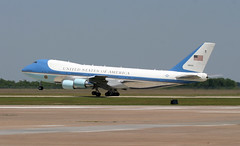 Boeing VC-25A 747 - SAM 28000 Air Force One departs EFD (AV8PIX Christopher Ebdon) Tags: one force sam air wing airforceone boeing blackhawk usaf 747 757 pag secretservice 89th potus seaking sikorsky c32 airforce1 airlift vh3d marineone air presidentialmotorcade vc25a 747200 presidential one hmx1 group sam29000 usss wing vh60n sam28000 89thairliftwing 89th sam2800 presidentialairliftgroup sikorskych53eseastallion