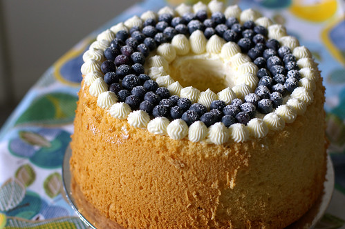 vanilla bean chiffon cake with lemon buttercream