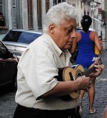 Sexta Poser com msica e ginga (Ana Maria Santeiro) Tags: musician woman man mulher bodylanguage msica homem streetshot violo cavaquinho morrodaconceio chorinho anamariasanteiro