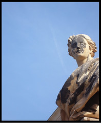 in the sky (Jolie...21) Tags: cielo portici statua busto reggia