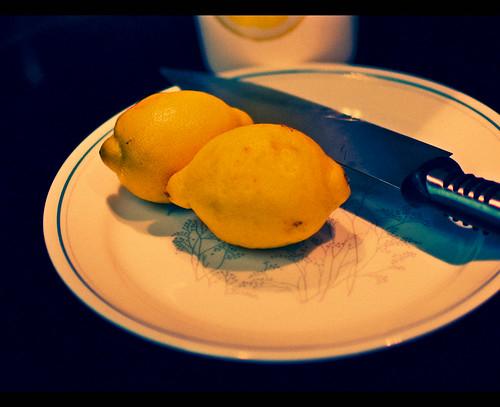 lemons and knife