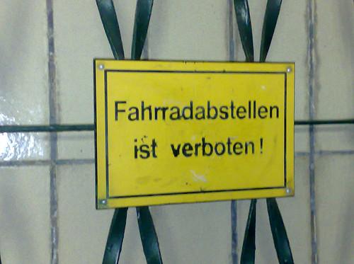 Fahrradabstellen verboten