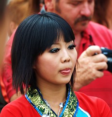World Folklore Festival Brunssum 2008, China 12 (Andy von der Wurm) Tags: china boy portrait woman man holland cute men netherlands girl beautiful beauty face tongue wow asian women asia asien gesicht jung traditional chinese young cutie tradition limburg niederlande zunge costum tracht asiate chinesin asiatin amazingcolor bej hobbyphotograph mywinners impressedbeauty ultimateshot theunforgettablepictures adoublefave mylifeashuman betterthangood theperfectphotographer damniwishidtakenthat worldfolklorefestivalbrunssum2008 andreasfucke