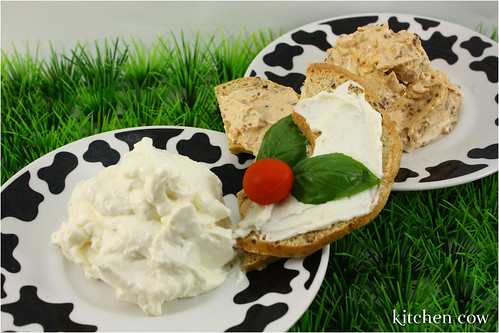 Garlic & Sundried Tomato Cream Cheeses