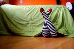 Bed with stripes legs and red shoes! (Honey Pie!) Tags: red colors socks cores dorothy bed shoes legs stripes vermelho pernas myworld cama wonderland redshoes meias thewizardofoz sapatilhas listras highsocks sapatinhos mgicodeoz asortafairytale contodefadas listradas meiaslistradas meumundo listrados stripessocks sapatinhosvermelho stripeslegs pernaslistradas