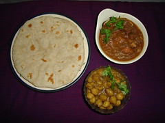 Rice roti, chicken curry & Channa chole