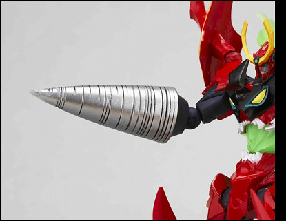Nicely painted drill. I just wish they provided two drills for this action figure. TTGL charged into the fray with both arms transformed into Giga Drills.