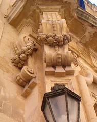 Melagrane (messapus) Tags: sculpture fruit frutta salento barocco lecce lampione scultura baroccoleccese melagrana festone carafa palazzocarafa melagrane paolotte