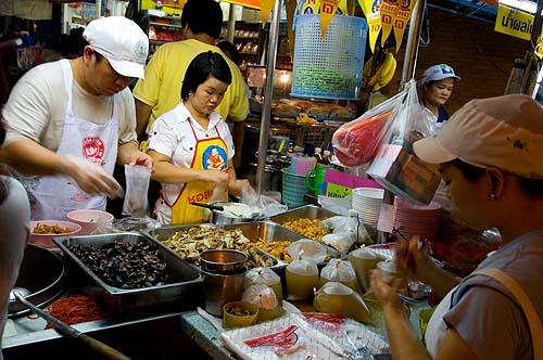 Nay Lek Uan serving veggie kuay jap, Vegetarian Festival, Bangkok