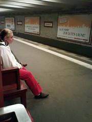 stilsicher auf dem weg zur guten laune. (tapir.) Tags: berlin mobile trash u2 alexanderplatz badtaste