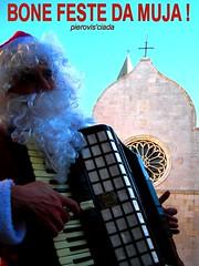 ...SERCHEMO DE ESSER PIU' BONI ! (pierovis'ciada) Tags: christmas accordion santaclaus istria babbonatale fisarmonica muggia muja istriani