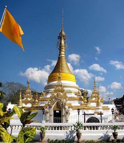 Thailand, Mae Hong Son - Wat Chong Kham por Philip Roeland.