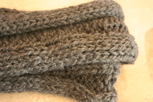 Gray ribbed scarf