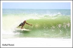 Free Surf  Baa da Traio (RafaelPassos) Tags: sunset brazil praia beach brasil canon eos pessoa surf free joopessoa pico vero rafael mago litoral joo paraiba norte baa nordeste passos litoralnorte paraba surfe verao bandeirinhas traio xti freesurf 400d baadatraio rafaelpassos