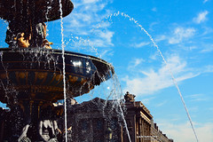fontaine des fleuves. (*northern star) Tags: blue sky paris water fountain azul canon blu bleu cielo blau acqua fontana fontaine parigi northernstar spruzzo fiumi fleuves donotsteal eos450d allrightsreserved northernstarandthewhiterabbit northernstar 1855is digitalrebelxsi usewithoutpermissionisillegal northernstarphotography ifyouwannatakeitforpersonalusesnotcommercialusesjustask