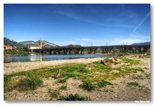 Ponte romana / medieval sobre o rio Lima #2 by VRfoto