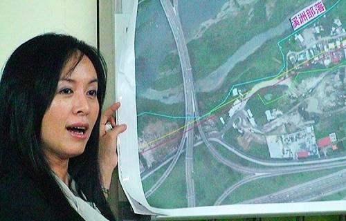 陳瑩對河川區域線的人為更動指證歷歷。