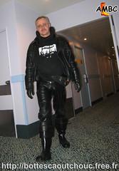 A l'hôtel en latex noir & cuissardes Nokia (pascal en bottes) Tags: nokia boots goma rubber latex pascal gummi wellies waders gummistiefel bottes botas gumboots gomma caoutchouc stivali cuissardes