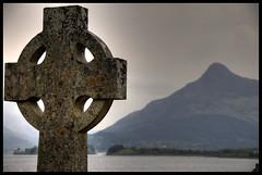 Celtic Cross at Loch Lomond (LesPaulSupreme) Tags: scotland celtic hdr lochlomond celticcross