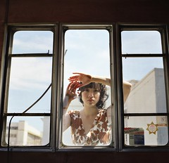 Inside of the Trailer (miamizeiss) Tags: cindy window fashion alameda lookingthrough portravc160 soojoo