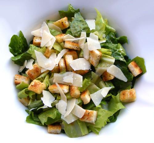 Caesar Salad có phải lấy tên từ Julius Caesar không?