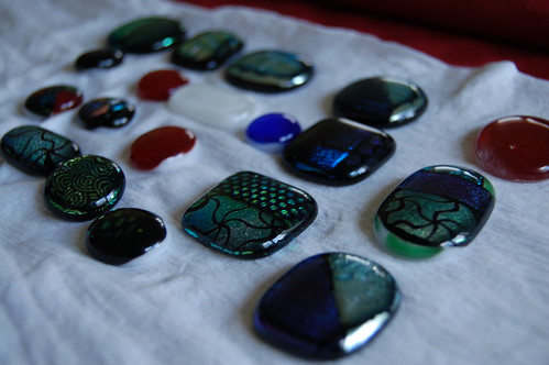 Glitter necklaces from fused glass