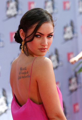 Megan Fox tatuaje espalda 2008