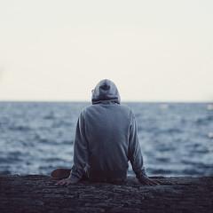 (Ana Cuba) Tags: boy sea water mar agua rocks loneliness explore thinking soledad donosti sansebastian euskadi rocas paisvasco horizonte orilla peinedelosvientos 500x500 bububob 2bdasest goldenvisions