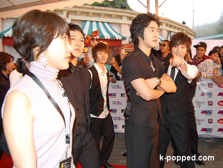 eeteuk spots k-popped photographer