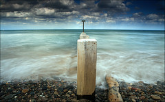 Findhorn beach (RoryO'Bryen) Tags: longexposure wedding sea mer praia beach nature water beauty clouds scotland mar movement agua aqua waves sam marriage playa pebbles foundation nubes nd nuages vagues plage olas matrimonio ola belleza sangam hermosura findhorn cokin aplusphoto roryobryen flickrestrellas copyrightroryobryen