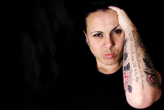 Sexta Poser # 2 (Sheron Anne) Tags: black flower paran brasil tattoo poser sextaposer flor brao preto curitiba tatuagem gothicculture anuskanardelli sheronanne