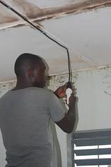 Der Techniker Amidou bei der Installation