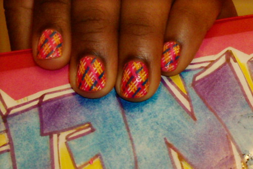 Pink nail art with pretty color lines